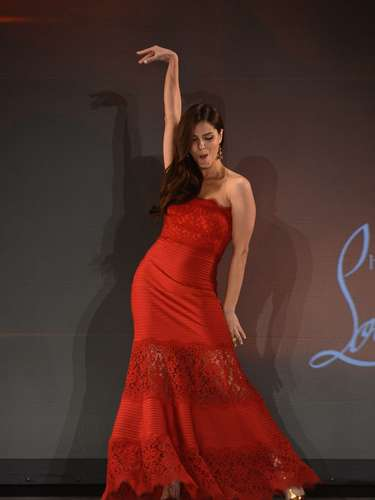 Actress Roselyn Sanchez made sure to be the Latina to stand out with this amazing pose.