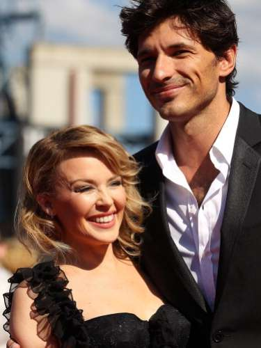 El modelo Andrés Velencoso, diez años más joven que Kylie Minogue, ha encontrado en la cantante a su media naranja.