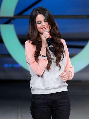 La actriz y cantante Selena Gomez fue otrade las asistentes.