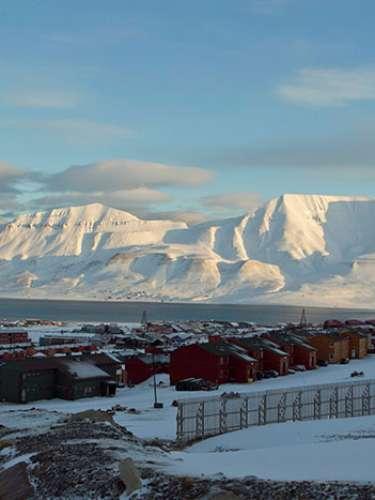 5. Longyearbyen, la ciudad más serpentional del mundo. Es el asentamiento más grande localizado en las Islas Svalbard, mismas que se encuentran en el Océano Glacial Ártico y que pertenecen a Noruega.