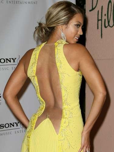 Beyoncé recientemente desató burlas en internet por imágenes que le tomaron haciendo gestos poco estéticos durante su actuación en el Super Bowl. Quién va a olvidar que dejó ver gran parte de su espalda en 2008.