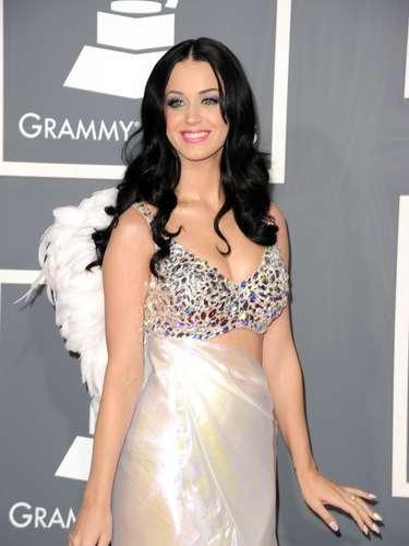 Aunque Katy Perry trate de verse angelical, la sensualidad que proyecta no puede esconderla como lo demuestra este modelito.