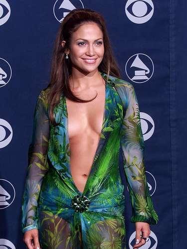 Jennifer López tendrá que asistir tapadita a la gala, ya que CBS pidió a las estrellas que los \