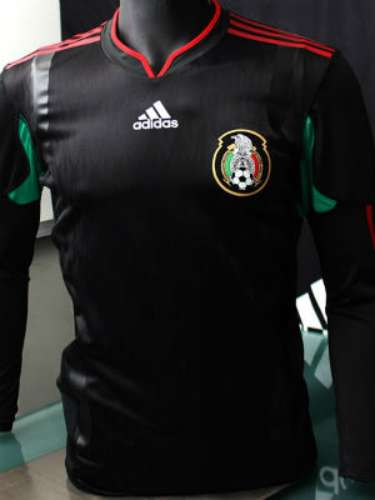The black jersey had high sales in Mexico and the United States, becoming one of the best selling in the world.