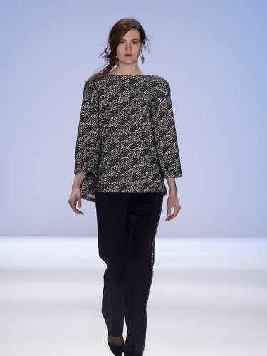 Desde su participación en Mercedes-Benz Fashion Week New York, mostró una colección otoño invierno protagonizada por el azul, rojo y negro, aunque sin perder de vista los colores claros.