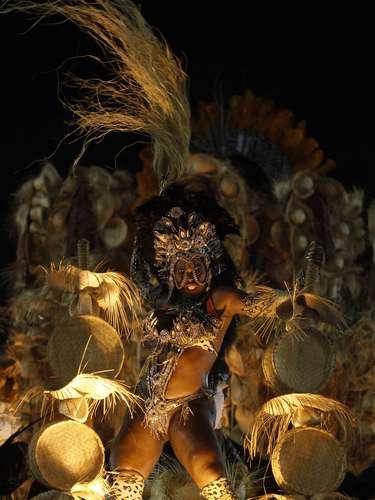 Bola Preta (pelota negra) nació en 1918 y 95 años después sigue siendo el 'bloco' más esperado del carnaval de Rio.