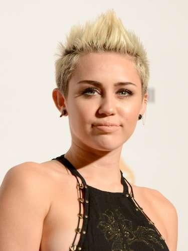 El vestido de Miley fue de lo más comentado de la noche por dejar ver su 'pechonalidad' y eso no le preocupó en absoluto a la cantante