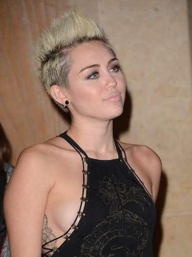 ¿Será que el vestido iba pegado al cuerpo de Miley?