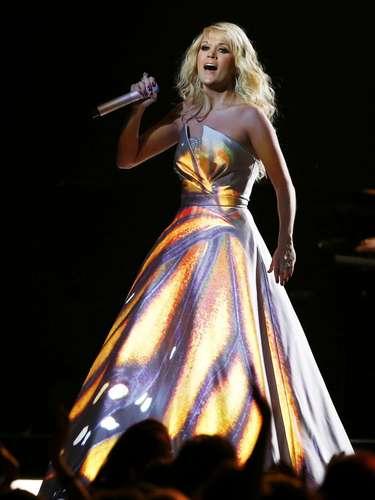 Con todo el sentimiento, Carrie interpretaba en el escenario de los Grammy