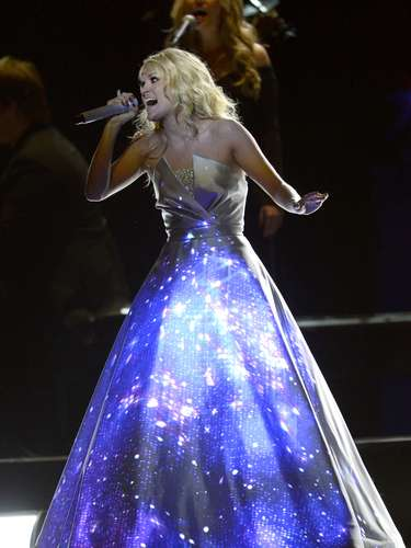 ¿Les gustó el vestido de Carrie Underwood?