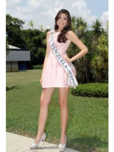 Durante el certamen nacional esta joven belleza Latina, no solamente obtuvo el mayor galardón de la noche entre las 24 candidatas que hicieron parte del certamen, sino que también obtuvo el premio de Miss Elegancia.