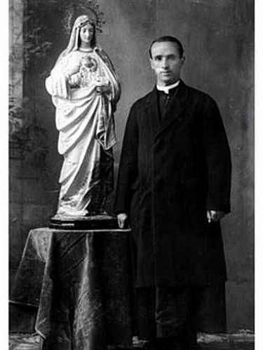 Andrés Solá Molist, de origen español nació el 7 de octubre de 1895 en una provincia de Barcelona. Llegó a Veracruz el 20 de agosto de 1923 y 10 días después a la capital. El domingo 24 de abril de 1927 fue capturado y atormentado por los militares, y trasladado al rancho de San Joaquín cerca de Lagos de Moreno, Jalisco, donde fue asesinados. Benedicto XVI lo nombró beato en noviembre del 2005.