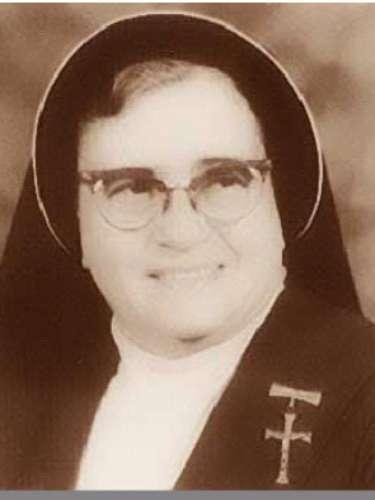 María Inés Teresa Arias, Nací en Ixtlán del Río, Nayarit, el 7 julio de 1904 y fue fundadora de la congregación Misioneras Clarisas del Santísimo Sacramento, de la congregación Misioneros de Cristo para la Iglesia Universal, del Grupo Sacerdotal Inesiano, y de las Misioneras Inesianas (Instituto Secular). Fue declarada Venerable por el Papa Benedicto XVI y beatificada el 21 de abril de 2012 en la Basílica de Guadalupe en la Ciudad de México.