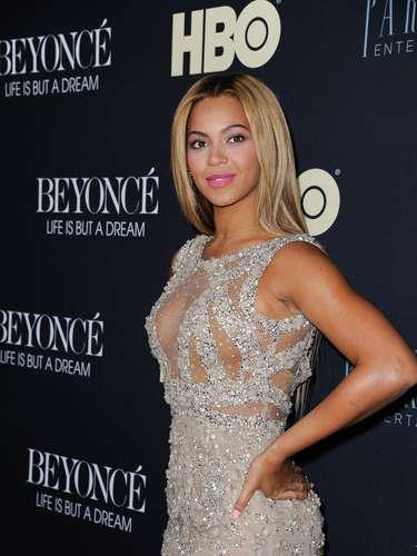 Beyoncé served regal sexiness as ever at the premiere of her self-direction HBO documentary film 'Beyoncé: Life Is But A Dream' at NYC's Ziegfeld Theater on February 12. You can catch the 2013 Grammy winner's revealing film this Saturday February 16 on HBO.
