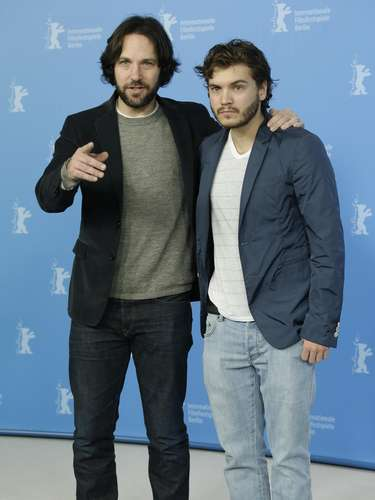 Why would two decently good looking fellas like Emile Hirsch and Paul Rudd show up to a red carpet with those beards? Paul Rudd should not hide that face for anything in the world and Emile Hirsch, well get rid of that mess! Were just teasing guys, you can show up wearing a mop on your face and two fried eggs underneath your armpits and wed still go see any of your movies.