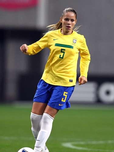 Erika Dos Santos (Fútbol-Brasil): Esta bella delantera ha demostrado sus cualidades con la selección brasileña, con la que ha sido internacional en varias ocasiones, incluso cuando ganó la medalla de plata en los Juegos Olímpicos de Pekín 2008.