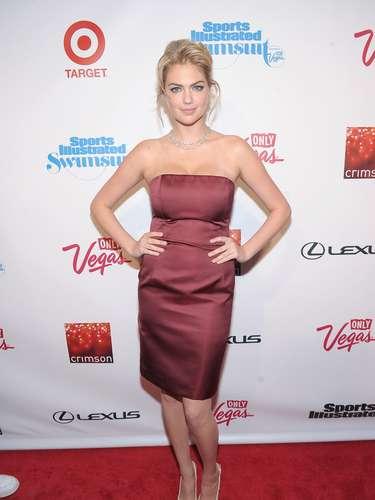 Con esas curvas, Kate Upton asistió a la fiesta en su honor