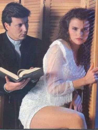 Aura Cristina Geithner aceptó realizar un desnudo junto a Edmundo Troya en la telenovela Sangre de lobos. Esta producción ganó como Mejor telenovela en los TVyNovelas y Simón Bolívar.