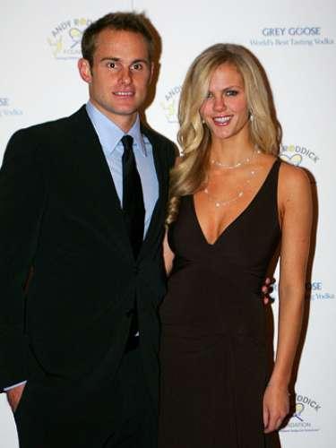 Andy Roddick y Brooklyn Decker, comenzaron a salir en 2007, y están casados desde abril de 2009.