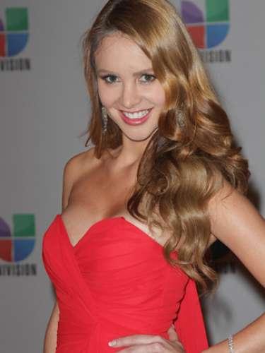 Ximena Córdoba -Se vienen los Premios Lo Nuestro A La Música Latina y para ir calentando el ambiente te traemos los escotes más llamativos y sensuales que han llevado las espectaculares féminas a través de los años en su paso por la alfombra roja en la gran fiesta de la música latina.