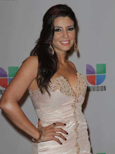 Lena -Se vienen los Premios Lo Nuestro A La Música Latina y para ir calentando el ambiente te traemos los escotes más llamativos y sensuales que han llevado las espectaculares féminas a través de los años en su paso por la alfombra roja en la gran fiesta de la música latina.