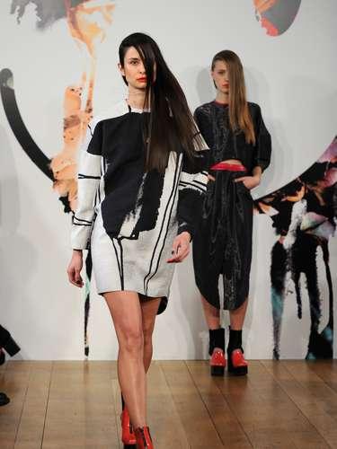 La marca Jena.Theo, una asociación entre la estilista inglesa Jenny Holmes con el diseñador griego Dimitris Theocharidisda, presentaron sus creaciones durante el primer día de la Semana de la Moda de Londres.