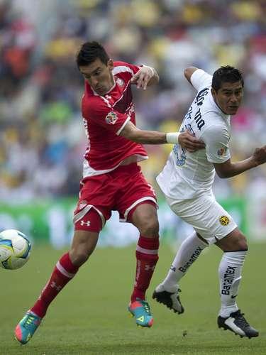 Los mexiquenses intentaron hacer daño con contragolpes, principalmente con Édgar Benítez moviéndose por los costados.