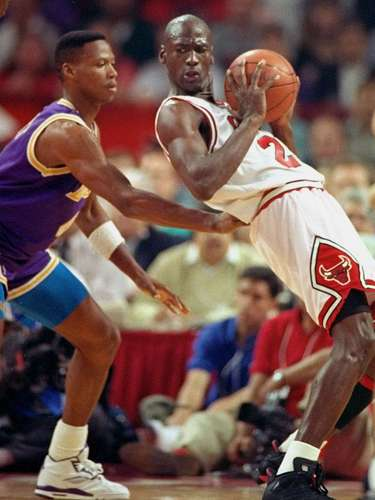 7. Jordan helps Bulls even Finals: Trailing the Lakers 1-0 in Jordan's first Finals appearance, MJ helped the Bulls even the series by scoring 33 points, dishing out 13 assists and pulling down 7 rebounds. He also set a Finals record with 13 consecutive field goals as he made a remarkable 15 of 18 shots.