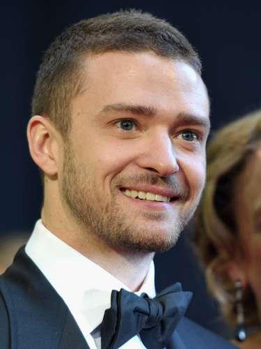 Justin Timberlake des uno de los galanes jóvenes preferidos por las fans en este tipo de eventos. En la ceremonia del 2011 lo vimos llegar muy elegante con su corbatín.