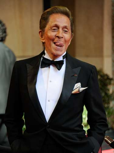 El famoso diseñador Valentino Garavani arribó en el 2011 al red carpet del Oscar, con su mejor atavío: su ánimo.