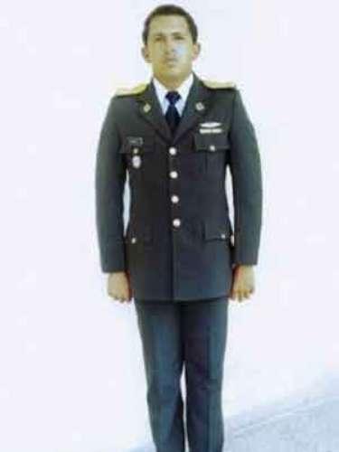 El presidente de Venezuela, Hugo Chávez, fotografiado como un teniente en la Academia Militar de Caracas.