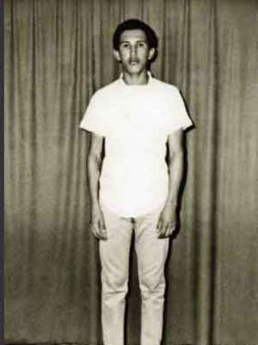 El presidente de Venezuela, Hugo Chávez, es fotografiado durante su primer año en la Academia Militar en Caracas.