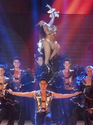 Lis Vega impacta por su belleza en el escenario