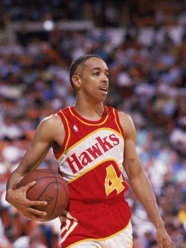 El ex base Spud Webb era conocido por sus habilidades para las clavadas. Además, con una altura oficial de 168 cm, es el jugador de la NBA más bajo en ganar un concurso de mates (1986). También fue el mejor lanzador de tiros libres de la NBA en 1995, con un 93,4% de efectividad (226 de 242).