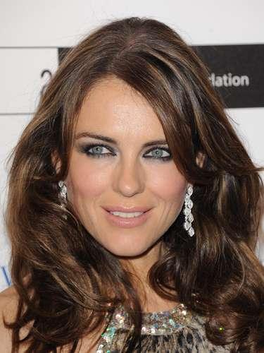 Esos hermosos ojos Elizabeth Hurley nos encantan y se nos olvida su edad. La británica tiene 47 años pero ni siquiera los aparenta. ¡Hermosa!
