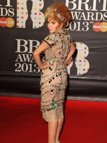 La estrafalaria cantante Paloma Faith dejó que la lente captara su mejor ángulo.