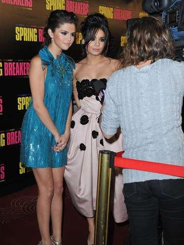 Selena y Vanessa convivieron con la prensa y los fans franceses