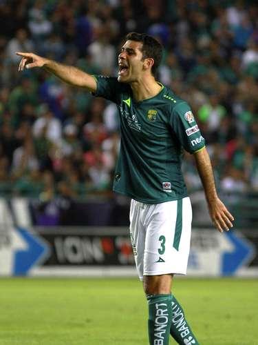 Rafael Márquez aporta liderazgo y categoría a la zaga leonesa. Desde 1999, el zaguero michoacano no juega ante las Chivas, ante quienes jugaba el Clásico Tapatío cuando vestía la camiseta del Atlas.