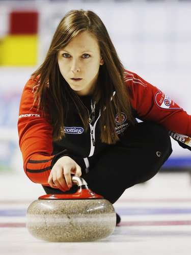 Ontario skip Rachel Homan throws a rock against Quebec during the ninth draw at Scotties Tournament of Hearts curling championship in Kingston, February 19, 2013.    REUTERS/Mark Blinch (CANADA - Tags: SPORT CURLING)