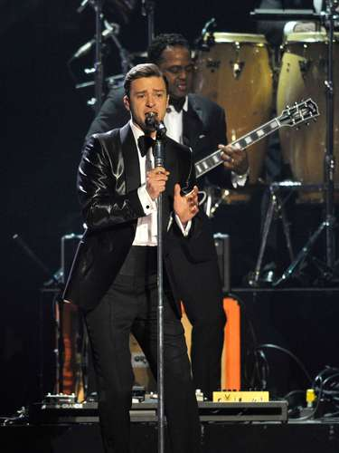 Justin Timberlake made his UK comeback on stage performing new track, 'Mirrors' from his upcoming album 'The 20/20 Experience' at the BRIT Awards in London last night (February 20).