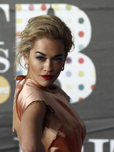 British singer Rita Ora arrives for the BRIT Awards, celebrating British pop music, at the O2 Arena in London February 20, 2013. REUTERS/Luke Macgregor (BRITAIN  - Tags: ENTERTAINMENT)