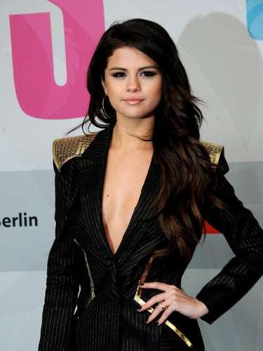 Selena Gómez se veía preciosa con ese look sexy con el que asistió en Berlín a la premier de su último film \