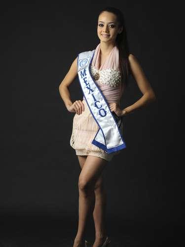 María Susana Flores tenía sólo 4 años cuando su madre la inscribió en un concurso de belleza. La niña ganó y fue coronada \