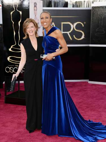 Co-Chair de Disney Media Networks y President de Disney-ABC Television Group Anne Sweeney junto a Robin Roberts.
