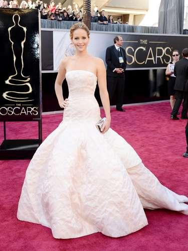 La ganadora como Mejor Actriz, Jennifer Lawrence, por \