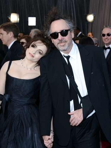 Tim Burton tan enamorado como siempre de su esposa Helena Bonham Carter.