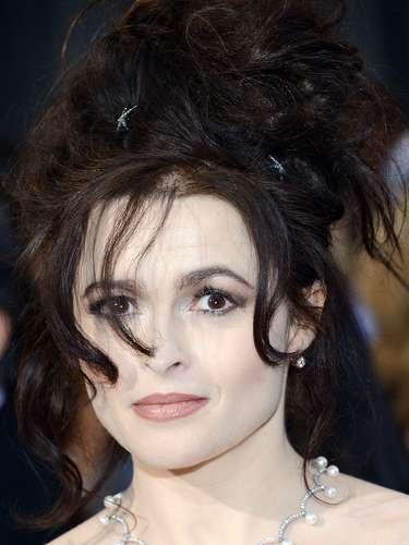 La esposa del director Tim Burton, Helena Bonham Carter se presentó en el escenario de los Oscar junto al elenco de \