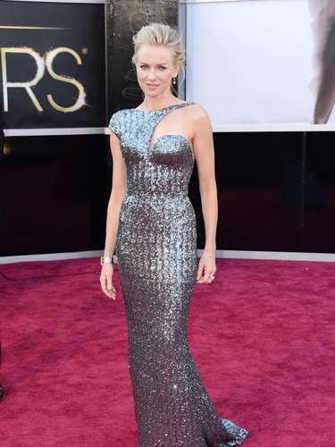 Naomi Watts eligió un vestido vanguardista de Armani Prive. Se arriesgó y ganó.