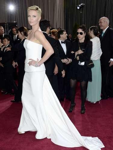 El vestido ultra estructurado fue creación de Christian Dior Haute Couture-