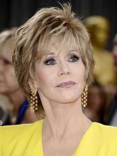 Jane Fonda con accesorios en dorado presumió de su elegancia.